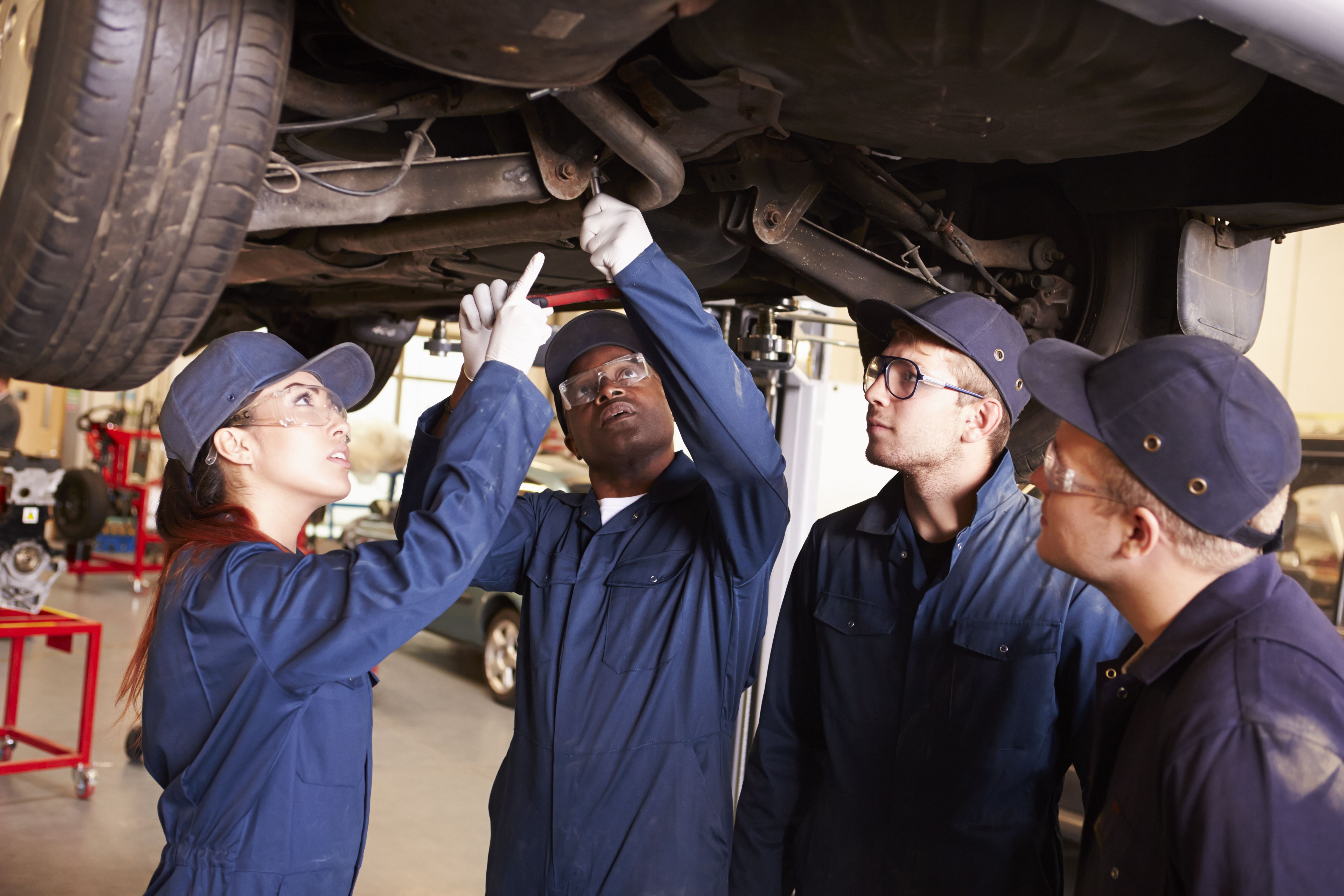 shutterstock_284570489 Car Servicing